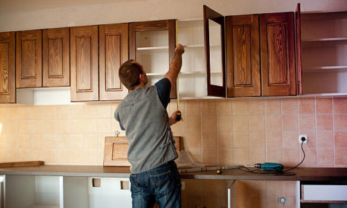 How to Find a Carpenter for Kitchen Cabinets